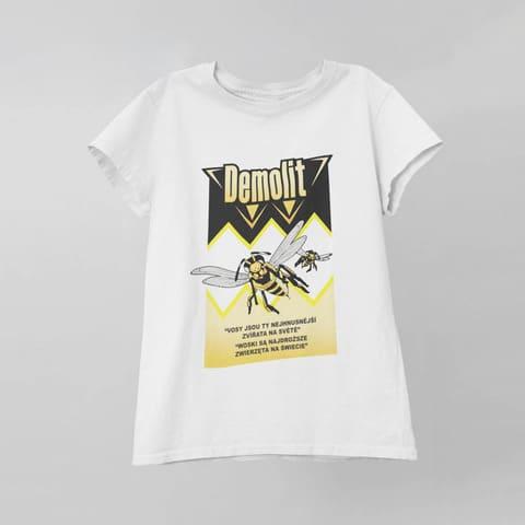 Triko Demolit Unisex kolekce Řekni mámě, ať ti koupí bentley Bavlněné unisex triko s potiskem Demolit. Materiál: 100% organická a certifikovaná bavlna Druh látky: jednoduchý žerzej, příjemný na dotek